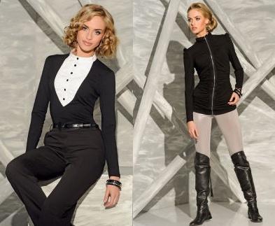 Černá v kombinaci s kalhotami, avšak stále v ženském stylu.